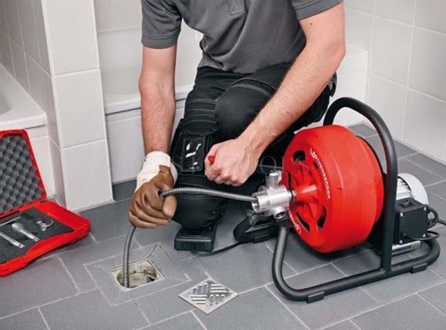 Thông tắc ống thoát nước bằng máy lò xo hiệu quả. Thông tắc cống tại Gia Thụy